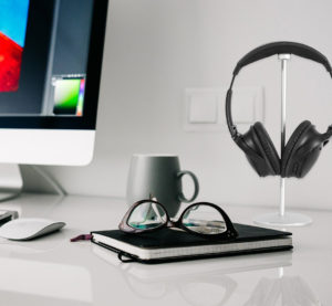 Narvi headphones stand